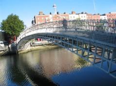 Photo du Ha Penny bridge à Dublin, Irelande