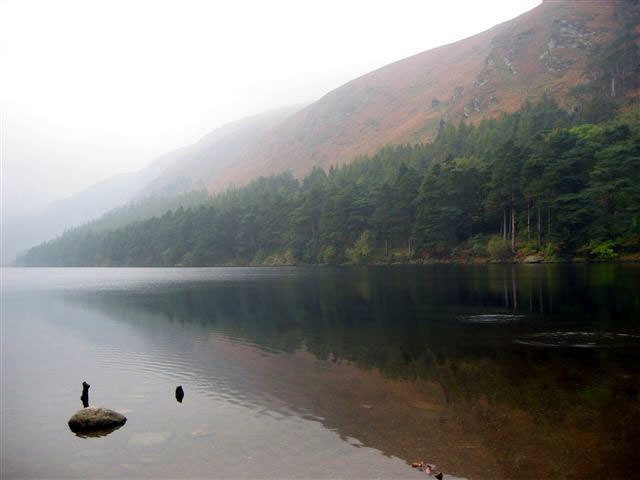 photo du lac de Glendalough en Irlande