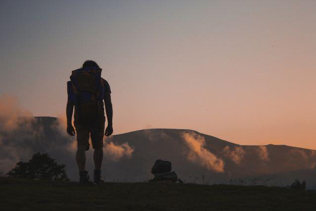 Camper et voyager à pied avec son sac à dos