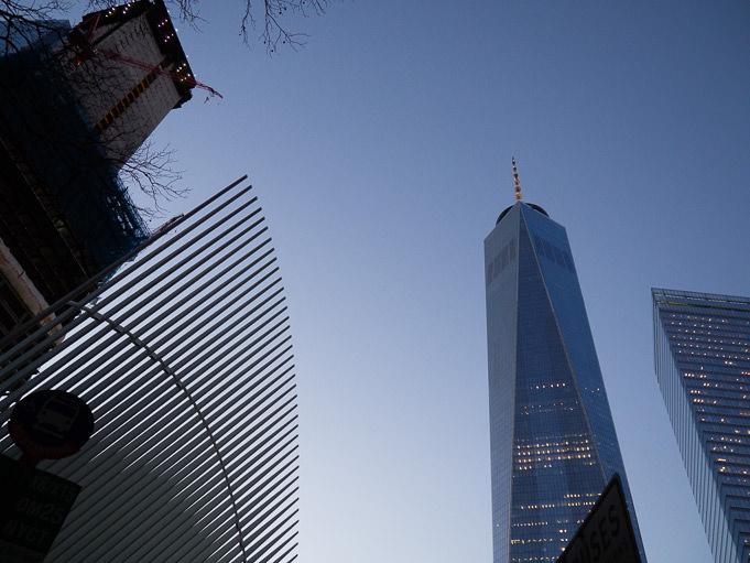 Le One World Trade Center à la tombée de la nuit...