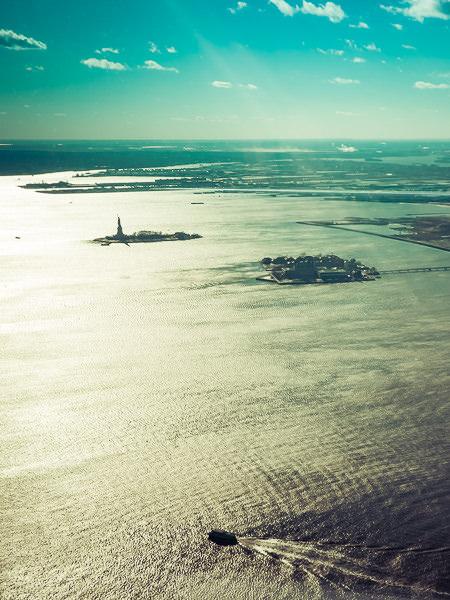 photo statue de la liberté vue du ciel