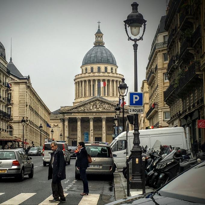 Le Pantheon, sur le sentier de Paris à pied...