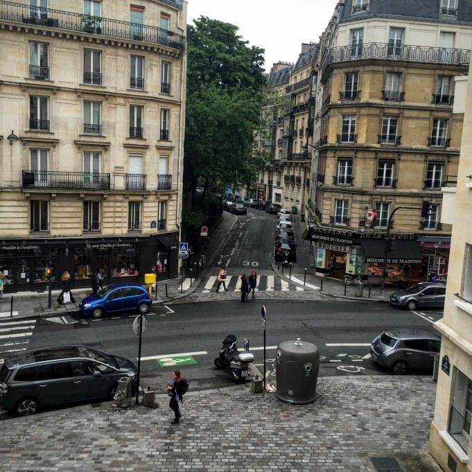 Un croisement sur la grande randonnée de Paris...