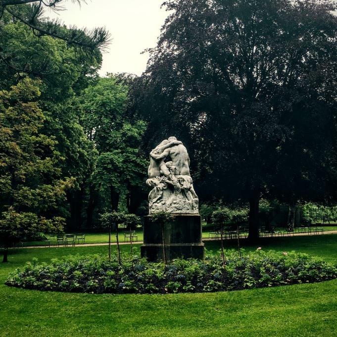 Statue au jardin du Luxembourg...