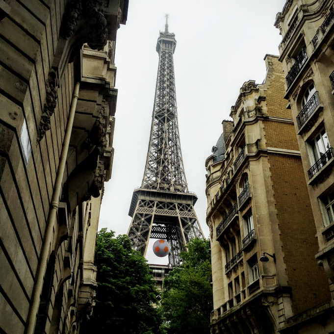 La dame de fer sur le sentier de Paris à pied...